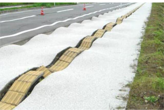 【図-24】道路被害(中越地震,2004)