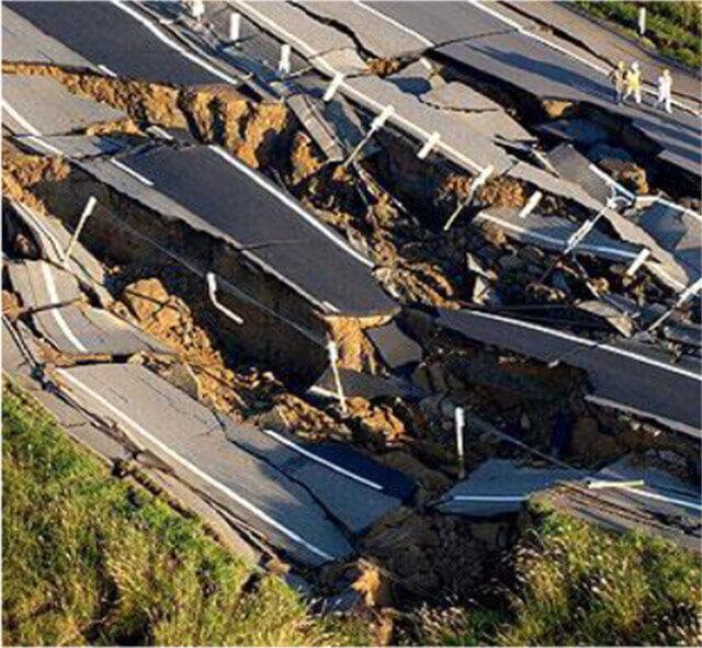 【図-25】盛土被害(中越地震,2004)