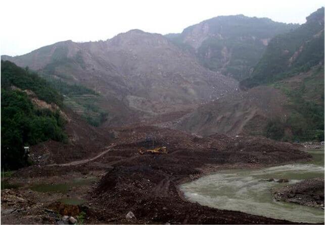 【図-36】2009年四川省地震による斜面崩壊