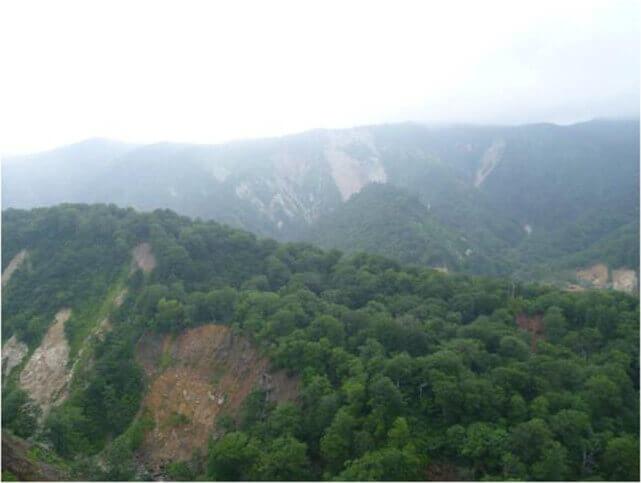 【図-37】2009宮城北部地震による斜面崩壊