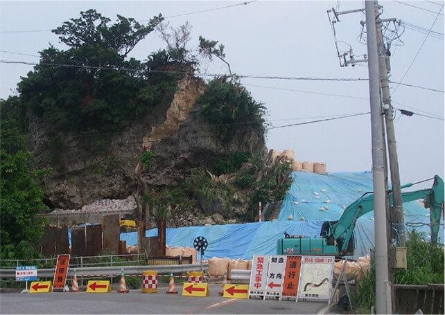 【図-6】南城市の331号線における崖の崩壊
