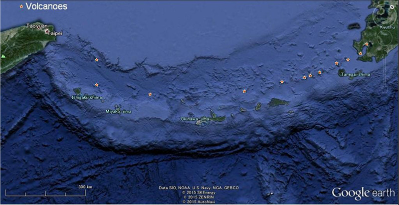 【図-1】琉球諸島周辺における海底火山を含て活火山の位置(基図はGoogle Earthより)